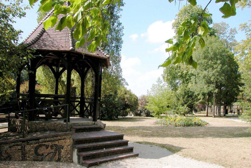 parc Colbert au pied de la mairie
